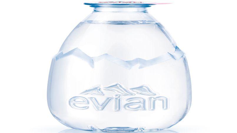 Evian lance une nouvelle bouteille pour viser le march du verre d eau - Evian bouteille verre ...