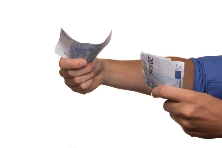 Des ouvriers ont reçu un salaire de 30000 euros de salaire par erreur