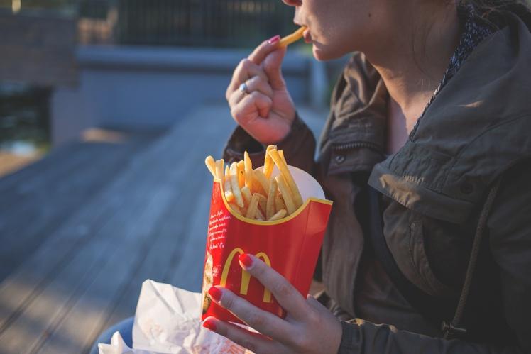McDonald's va supprimer les pailles en plastique d'ici la fin de l'année
