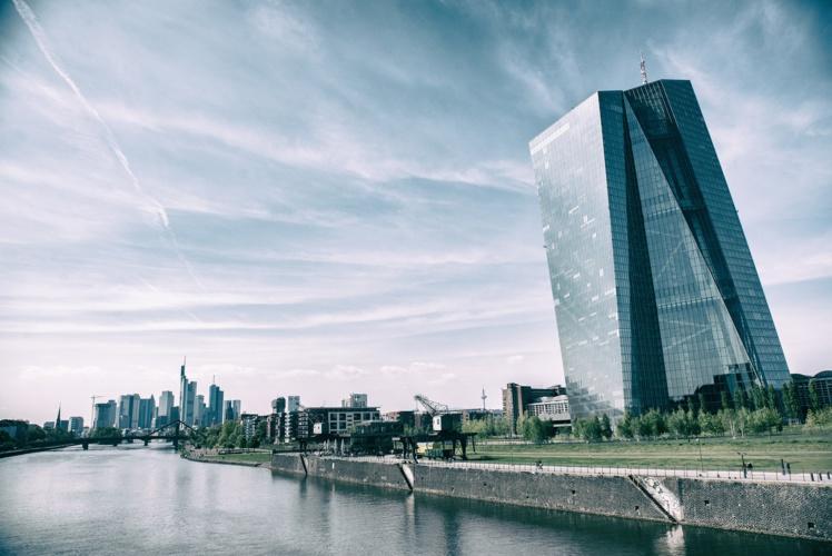 La BCE demande aux banques de ne verser ni bonus ni dividendes