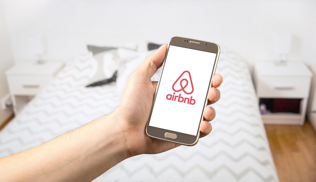 Airbnb assigné en justice par la mairie de Paris
