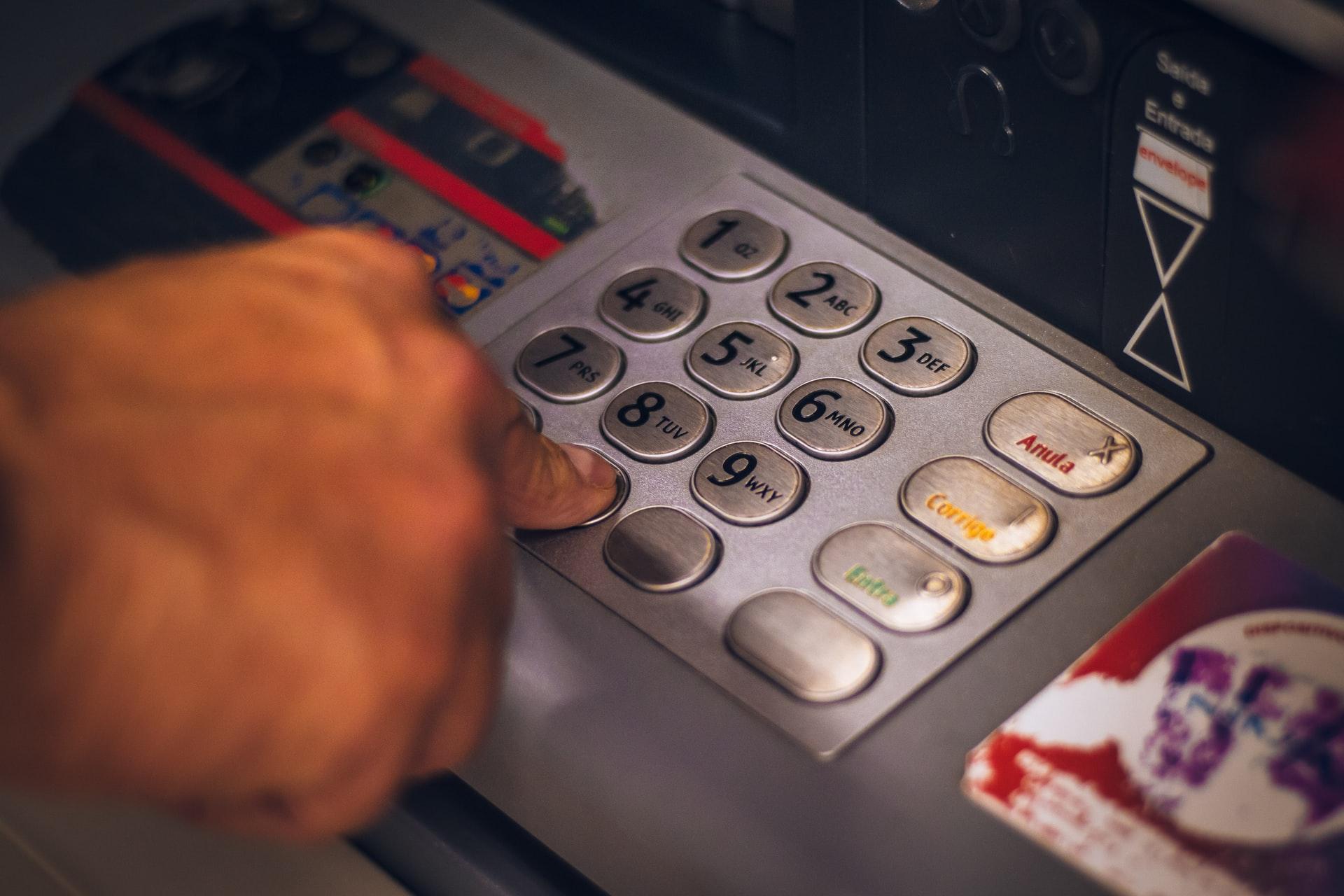 Banque : des hausses tarifaires à prévoir dans 1 établissement sur 2