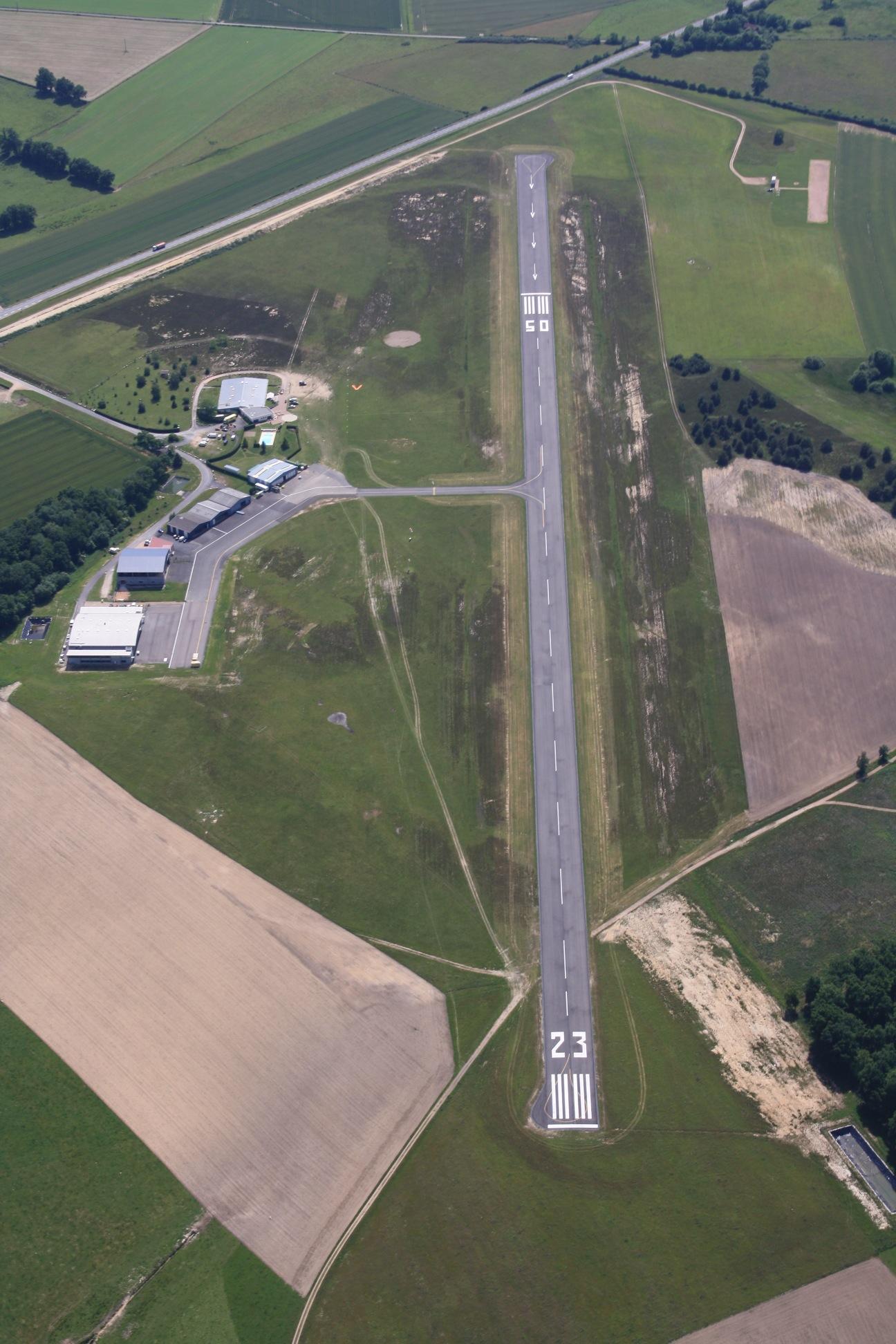 L'aérodrome de Lapalisse, fief de la société CAVOK