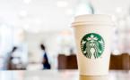 """Le PDG de Starbucks demande aux employés d'être """"compréhensifs"""" face à la crise boursière"""